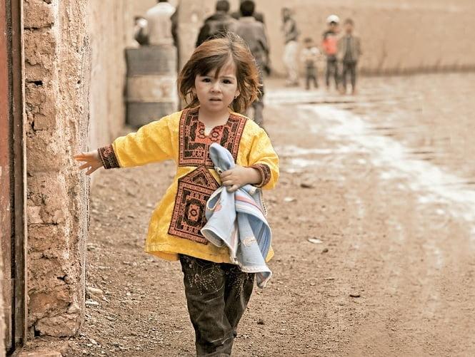 دختر افغان - راهکار سازمان بینالمللی مهاجرت برای حل معضل قاچاق انسان در افغانستان