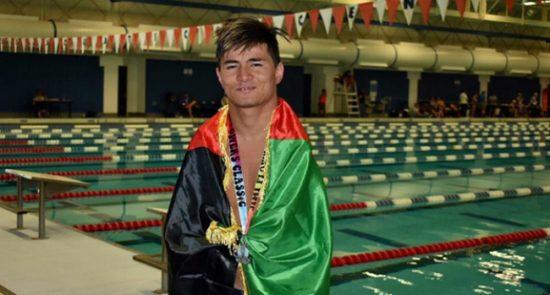 عباس کریمی 550x295 - تجلیل متفاوت مقامات فلوریدای امریکا از شناگر معلول افغان