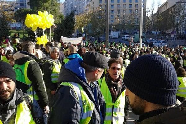 واسکت زرد 1 - تصاویر/ تجمع واسکت زردهای فرانسوی در سرک ها