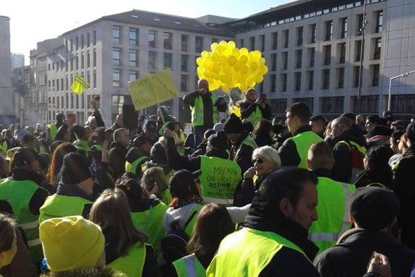 واسکت زرد 2 - تصاویر/ تجمع واسکت زردهای فرانسوی در سرک ها