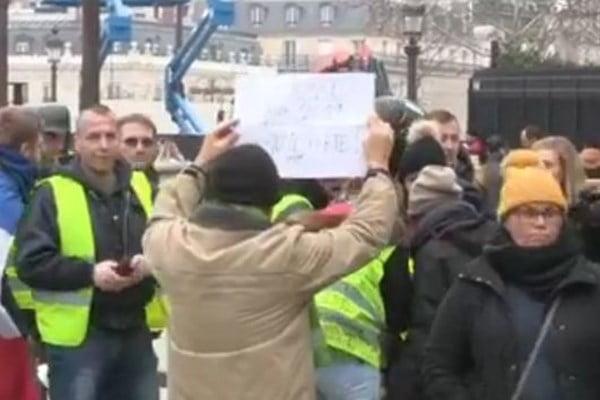 واسکت زرد 3 - تصاویر/ تجمع واسکت زردهای فرانسوی در سرک ها