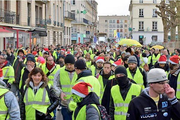 واسکت زرد 4 - تصاویر/ تجمع واسکت زردهای فرانسوی در سرک ها