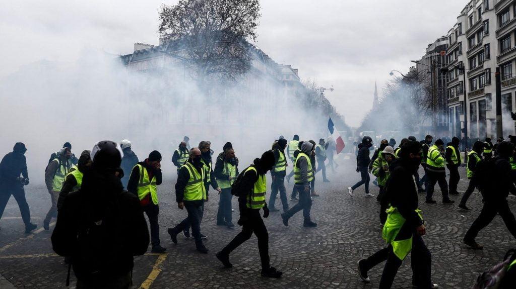 پاریس 5 1024x575 - تصاویر/ پاریس غرق در دود و آتش