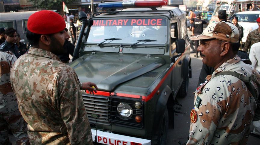 پاکستان - کاروان مقامات امنیتی در پاکستان هدف حمله قرار گرفت