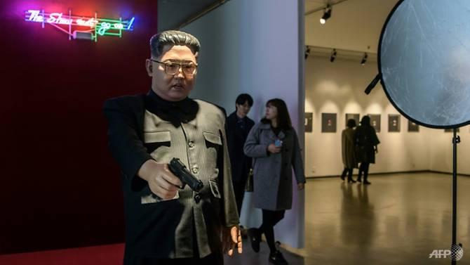 کیم جونگ اون2 - تصاویر/ نمایش کشتهشدن ترمپ به دست کیم جونگ اون!
