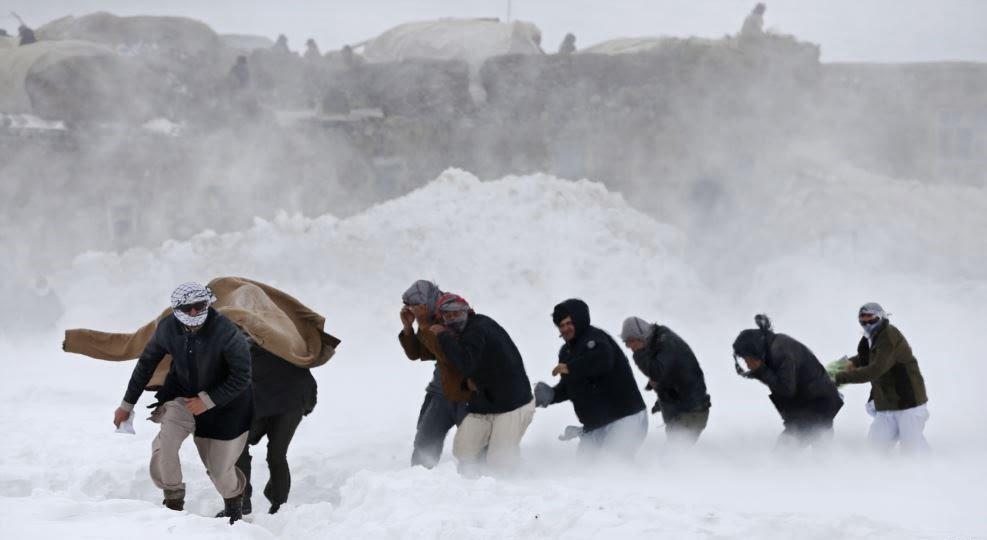 برف کوچ - دفن شدن باشنده گان بدخشان زیر برف کوچ