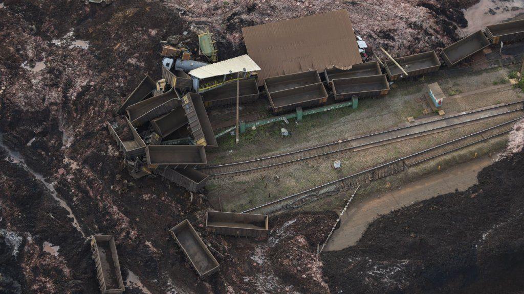 بند آب 1024x576 - تصاویر/ شکسته شدن بند آب در برازیل