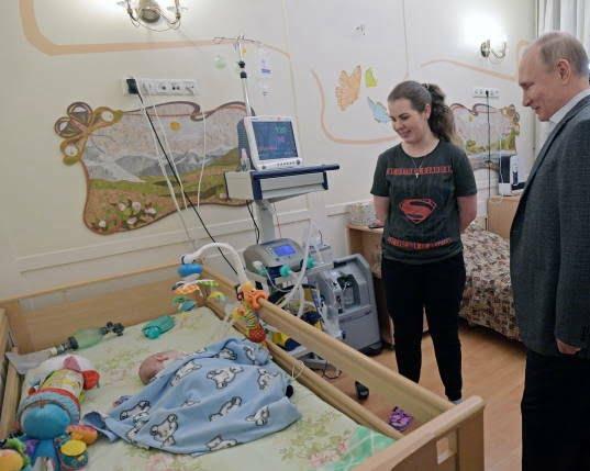پوتین در شفاخانه 8 - تصاویر/ پوتین در شفاخانه اطفال