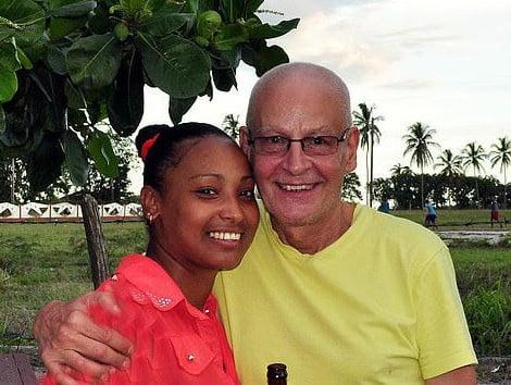 پیرمرد - ازدواج جنجالی پیرمرد 65 ساله با یک دختر 36 ساله + عکس