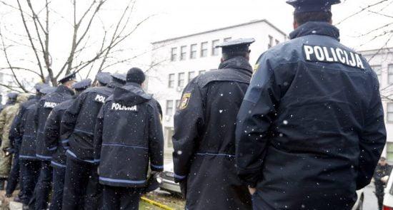 بوسنی پولیس 550x295 - درگیری پولیس بوسنیا و هرزگوین با پناهجویان