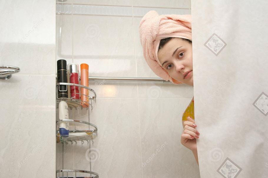 حمام - در این شهر از زنان در حمام ها فلم می گیرند!
