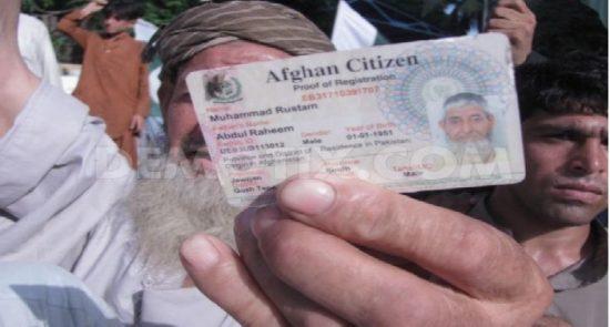 شناختی کارت  550x295 - برخورد شدید با پاکستانی هایی که خود را افغان جا زده اند!