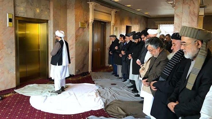 طالبان نماز - عالم دین: نماز خواندن عقب اعضای طالبان در شریعت جواز ندارد