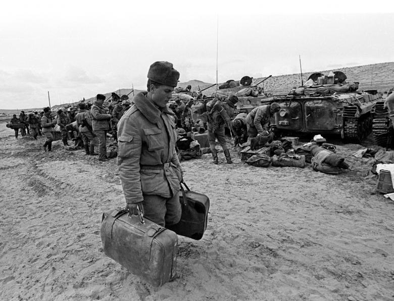 عساکر ارتش سرخ شوروی 21 - تصاویر/ خروج آخرین عساکر ارتش سرخ شوروی از خاک افغانستان