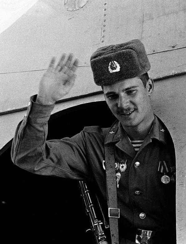 عساکر ارتش سرخ شوروی 9 - تصاویر/ خروج آخرین عساکر ارتش سرخ شوروی از خاک افغانستان