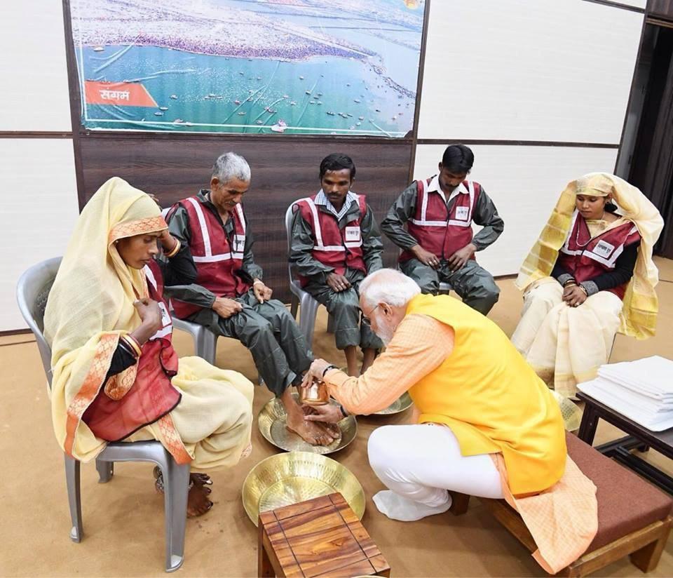 نارندرا مودی 1 - تصاویر/ روش متفاوت صدر اعظم هند برای تقدیر از کارمندان شاروالی