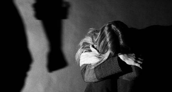 آزار جنسی 550x295 - دستور خاص پاپ برای گزارش آزار جنسی در کلیساها