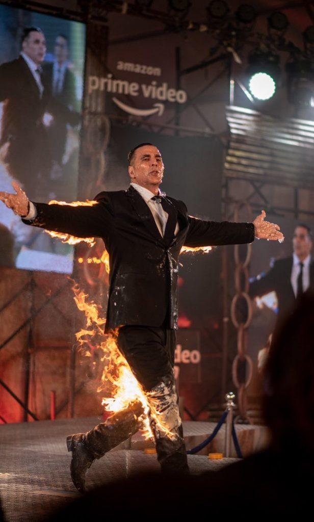 اکشی کومار 2 616x1024 - تصاویر/ بازیگر مشهور هندی خود را آتش زد!