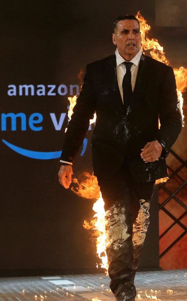 اکشی کومار 4 635x1024 - تصاویر/ بازیگر مشهور هندی خود را آتش زد!