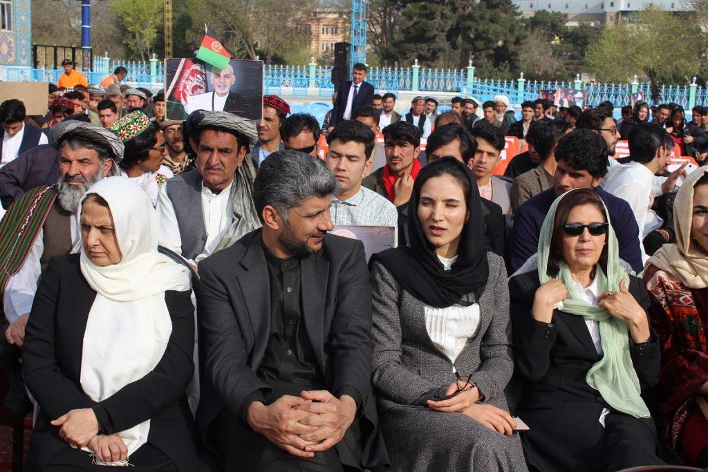 برافراشتن جنده 1 1024x683 - تصاویر/ برافراشتن جهنده در مزارشریف با حضور داشت رییس جمهور غنی