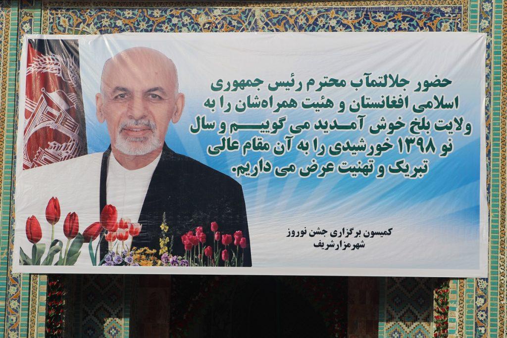 برافراشتن جنده 1024x683 - تصاویر/ برافراشتن جهنده در مزارشریف با حضور داشت رییس جمهور غنی