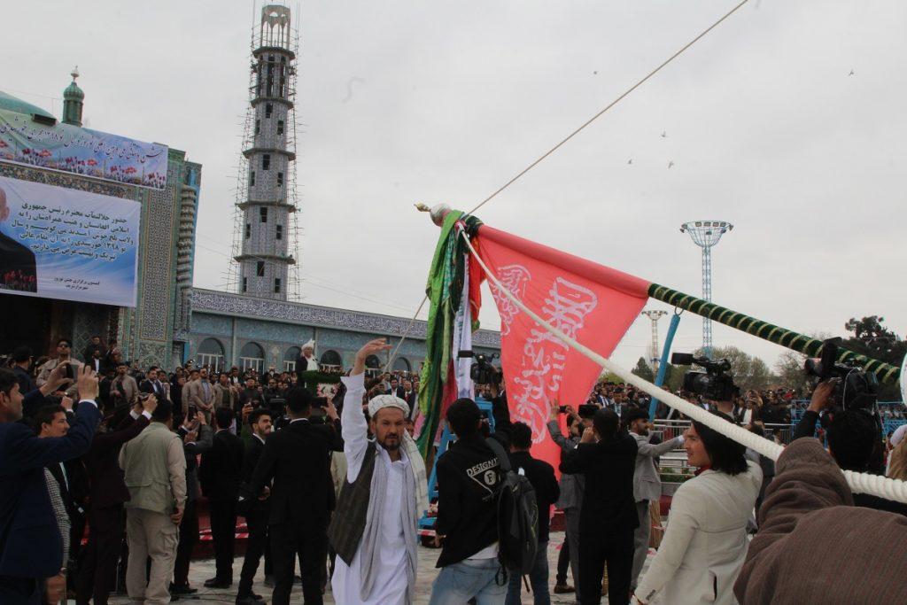 برافراشتن جنده 11 1024x683 - تصاویر/ برافراشتن جهنده در مزارشریف با حضور داشت رییس جمهور غنی