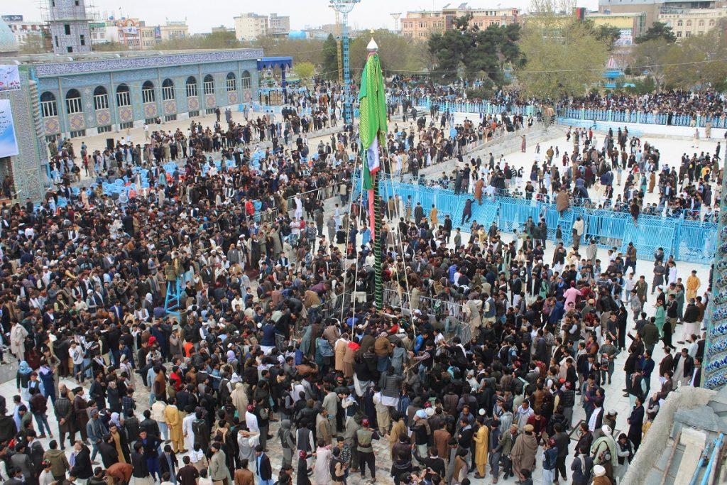 برافراشتن جنده 13 1024x683 - تصاویر/ برافراشتن جهنده در مزارشریف با حضور داشت رییس جمهور غنی