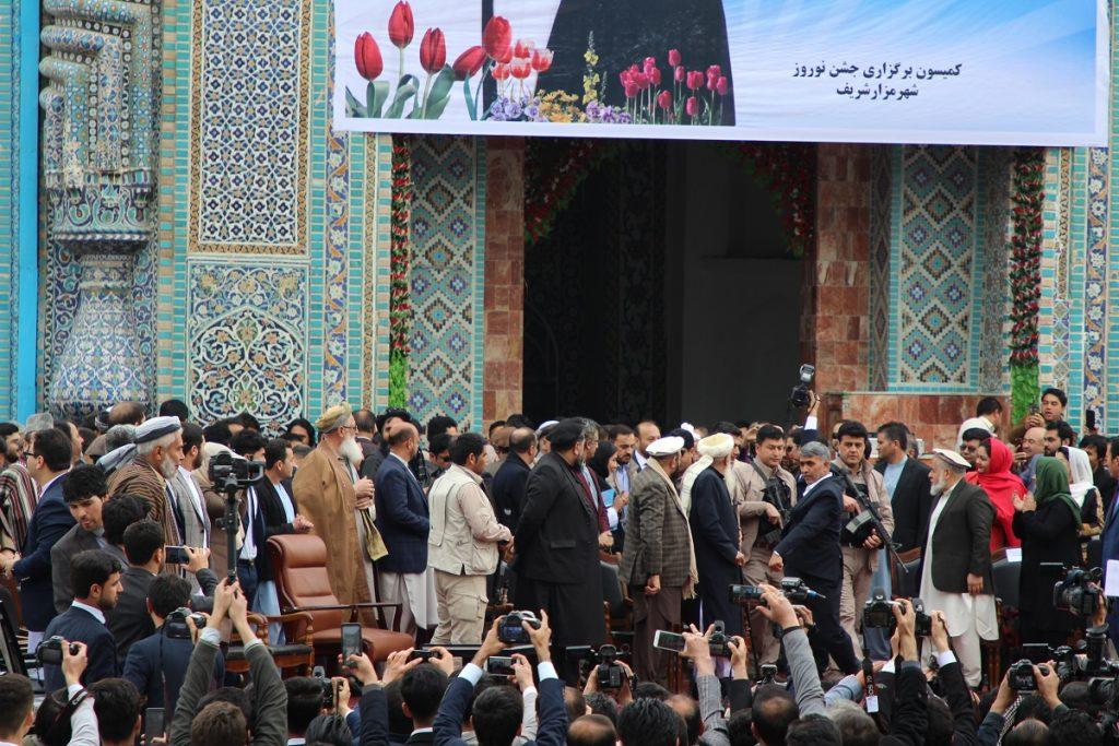 برافراشتن جنده 5 1024x683 - تصاویر/ برافراشتن جهنده در مزارشریف با حضور داشت رییس جمهور غنی