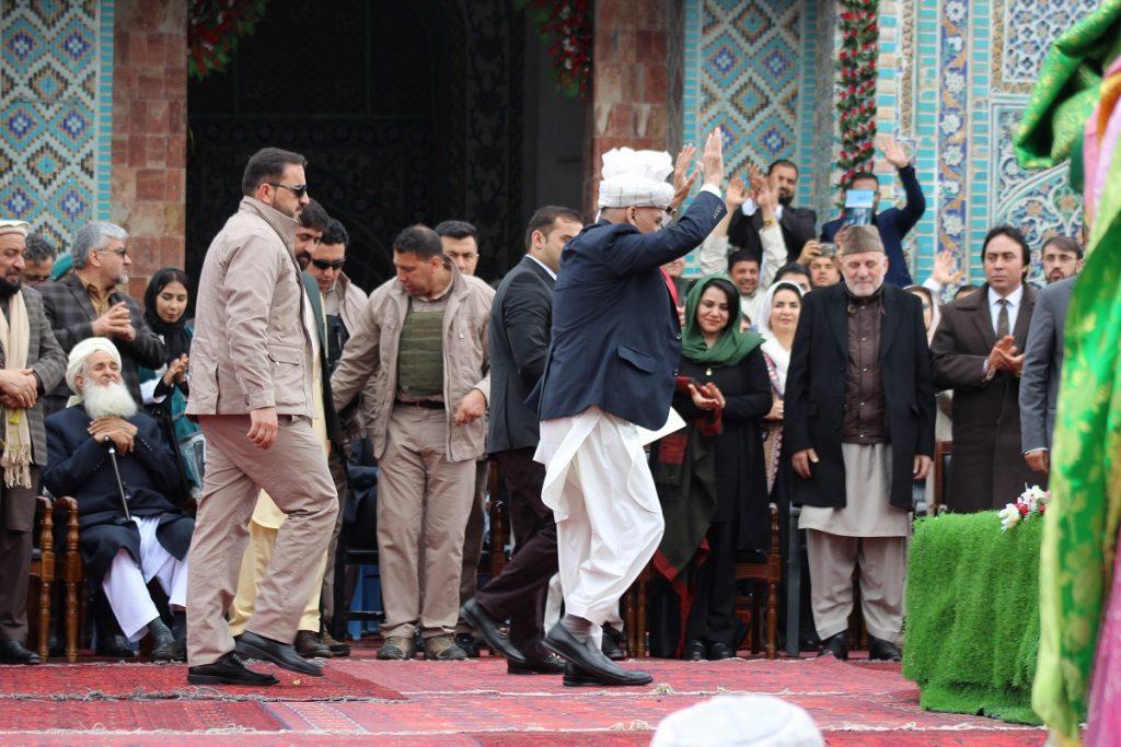 برافراشتن جنده 9 1024x683 - تصاویر/ برافراشتن جهنده در مزارشریف با حضور داشت رییس جمهور غنی