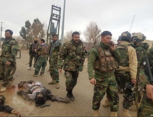 حمله طالبان هلمند 1 - تصاویری دلخراش از حمله طالبان بر پایگاه نظامی در هلمند(18+)