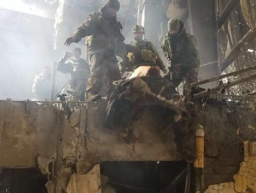 حمله طالبان هلمند 3 - تصاویری دلخراش از حمله طالبان بر پایگاه نظامی در هلمند(18+)