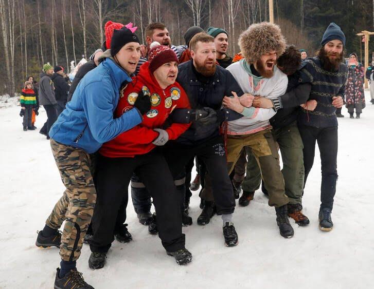 مردم روسیه 5 - تصاویر/ خداحافظی مردم روسیه با موسم زمستان