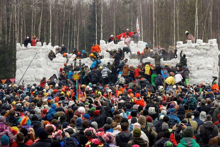 مردم روسیه 6 - تصاویر/ خداحافظی مردم روسیه با موسم زمستان