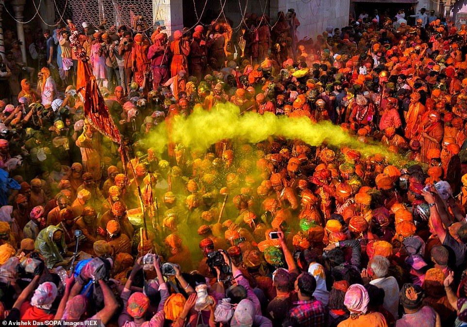 هولی 2 - تصاویر/ جشن ملیونها هندو به مناسبت فرا رسیدن بهار