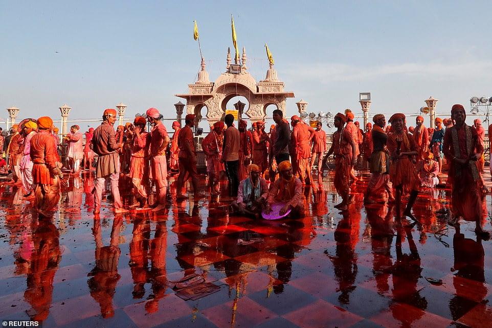 هولی 4 - تصاویر/ جشن ملیونها هندو به مناسبت فرا رسیدن بهار