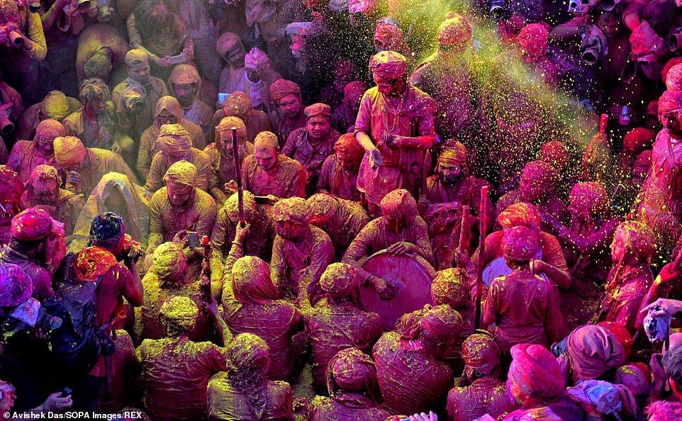 هولی 5 - تصاویر/ جشن ملیونها هندو به مناسبت فرا رسیدن بهار