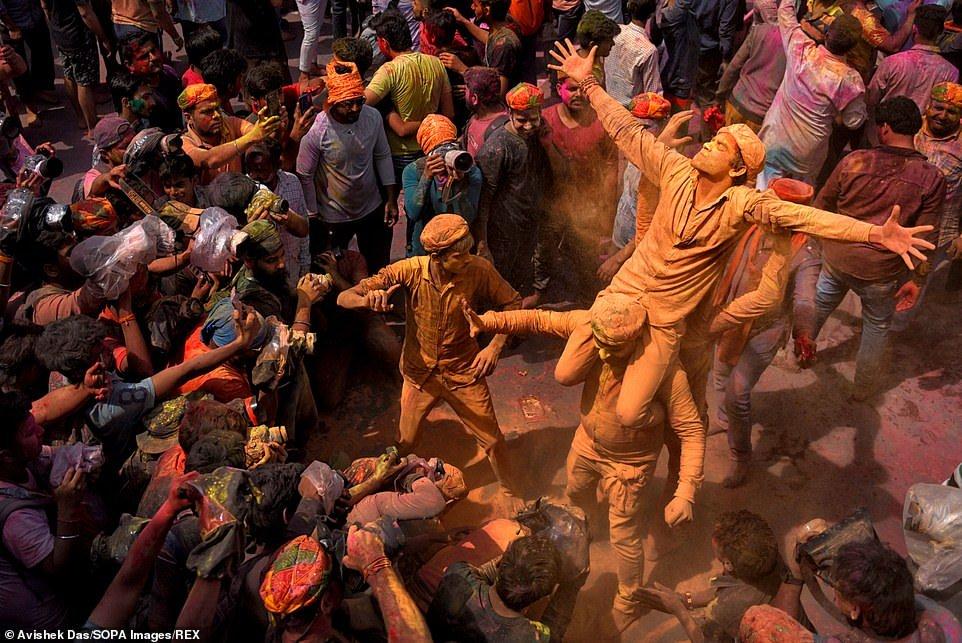 هولی 6 - تصاویر/ جشن ملیونها هندو به مناسبت فرا رسیدن بهار