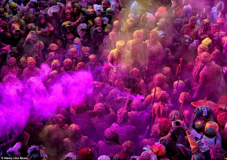 هولی 7 - تصاویر/ جشن ملیونها هندو به مناسبت فرا رسیدن بهار