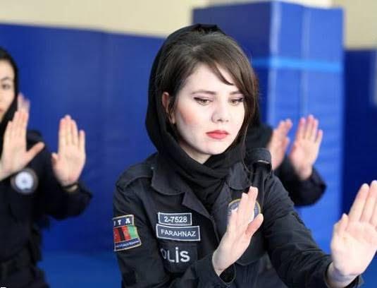 پولیس زن