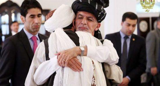 اشرف غنی طالبان 550x295 - پاسخ طالبان به درخواست ارگ؛ ذبیحالله مجاهد: توقف جنگ غیرمنطقی است!