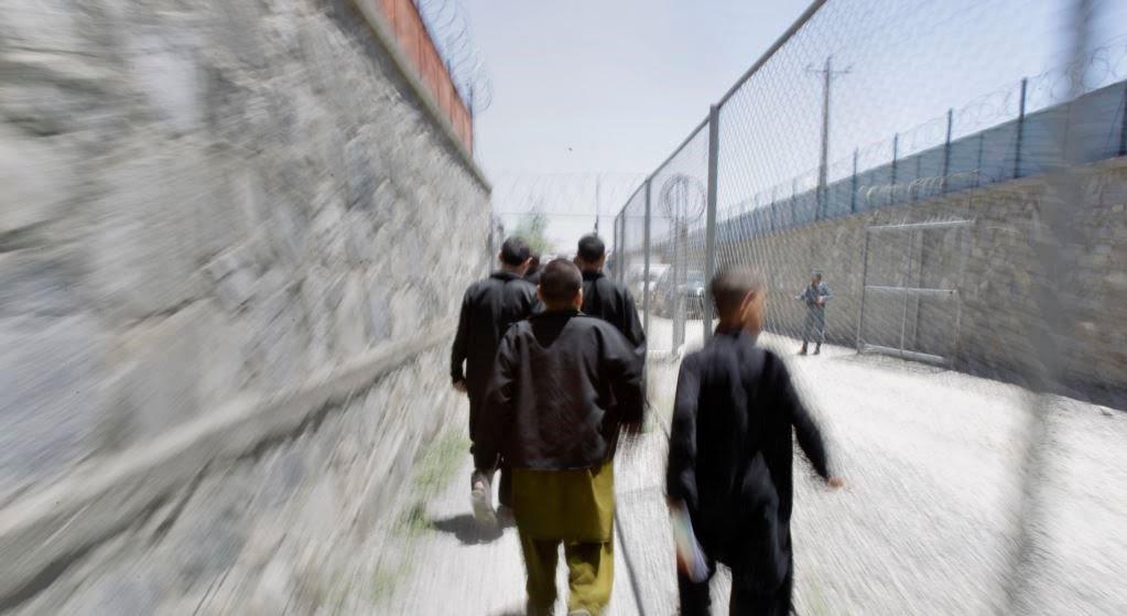 اطفال 1 - حبس صدها طفل متهم به جرایم تروریستی در کشور