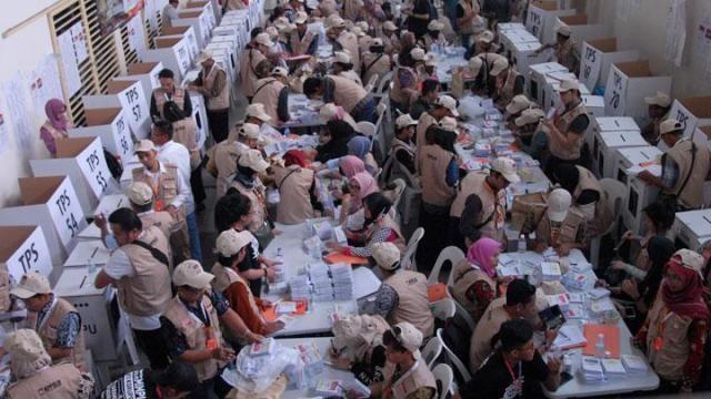 اندونزیا 2 - شمارش آرای انتخابات اندونزیا جان ۲۷۲ کارمند را گرفت
