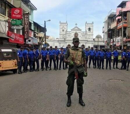 انفجار مرگبار سریلانکا 1 - تصاویر/ وقوع ۶ انفجار مرگبار در سریلانکا