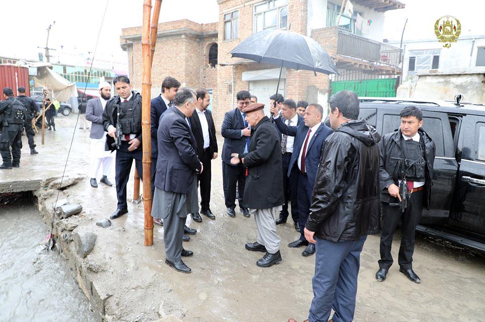 تصاویر بازدید رییس جمهور سیلاب کابل 12 - تصاویر/ بازدید رییس جمهور از محلات آسیب دیده سیلاب ها در کابل
