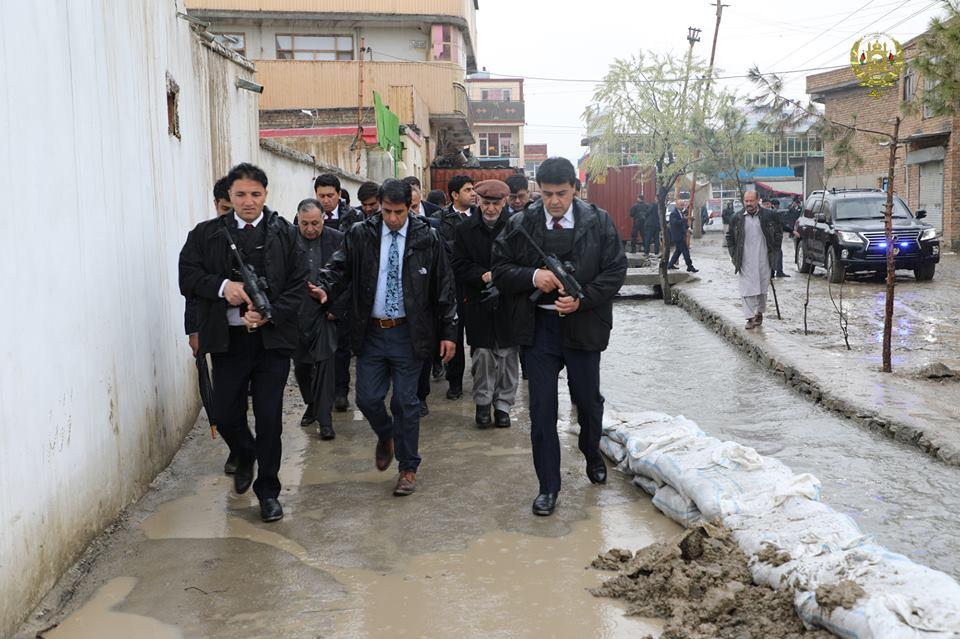 تصاویر بازدید رییس جمهور سیلاب کابل 14 - تصاویر/ بازدید رییس جمهور از محلات آسیب دیده سیلاب ها در کابل