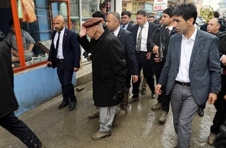 تصاویر بازدید رییس جمهور سیلاب کابل 15 - تصاویر/ بازدید رییس جمهور از محلات آسیب دیده سیلاب ها در کابل