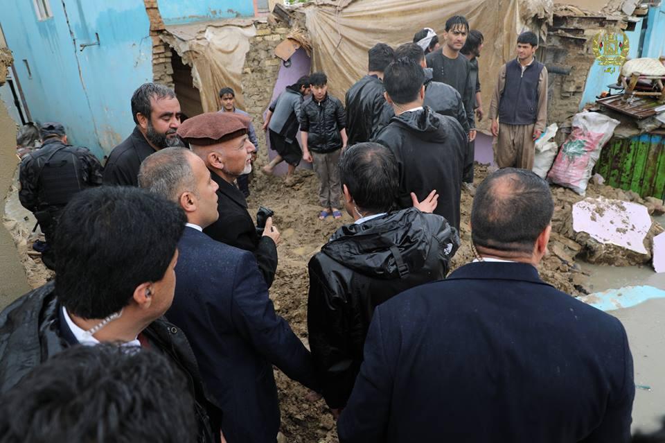 تصاویر بازدید رییس جمهور سیلاب کابل 16 - تصاویر/ بازدید رییس جمهور از محلات آسیب دیده سیلاب ها در کابل