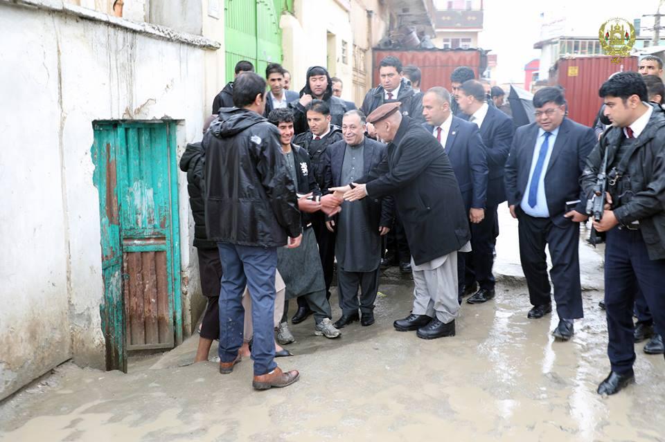 تصاویر بازدید رییس جمهور سیلاب کابل 19 - تصاویر/ بازدید رییس جمهور از محلات آسیب دیده سیلاب ها در کابل
