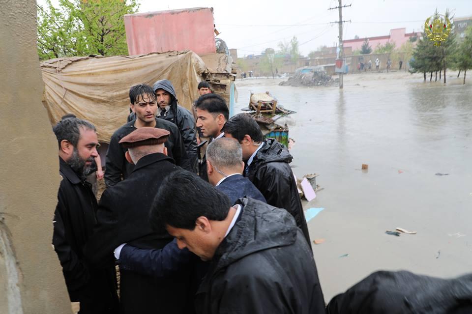 تصاویر بازدید رییس جمهور سیلاب کابل 20 - تصاویر/ بازدید رییس جمهور از محلات آسیب دیده سیلاب ها در کابل