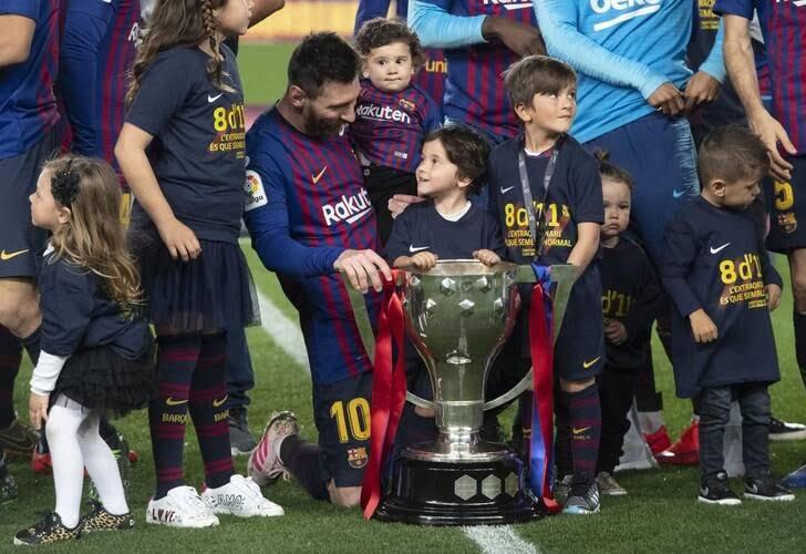 جشن قهرمانی بارسلونا 12 - تصاویر/ جشن قهرمانی بارسلونا